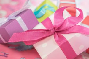 ten-gift-ideas-for-mom-on-mothers-day-gift-553149_600x400