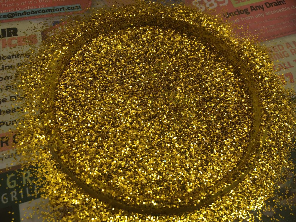 Make your own medal: Cover the lid with glitter.